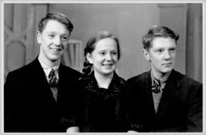 Oliver Smithies, left, as a teenager in England with his younger sister Nancy and fraternal twin brother Roger.